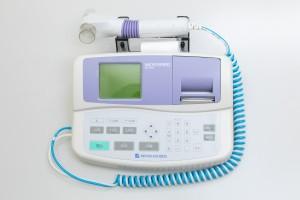 スパイロメーター(気管支喘息、閉塞性肺疾患等の呼吸機能を検査します)
